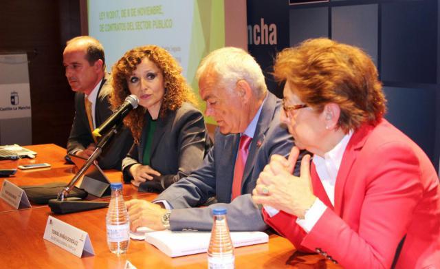La Junta ha formado a cerca de 400 alcaldes y concejales en la nueva Ley de Contratos del Sector Público