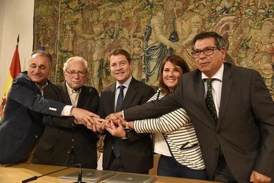 La Junta y la Mesa por Talavera firman un pacto, con presupuesto, para impulsar la ciudad