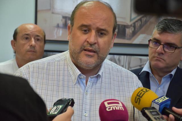 El vicepresidente primero del Gobierno regional, José Luis Martínez Guijarro