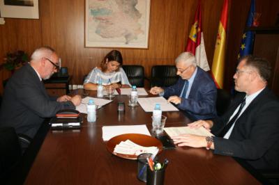 Firma del convenio de la Consejería de Fomento con COACM y CCOAATIE