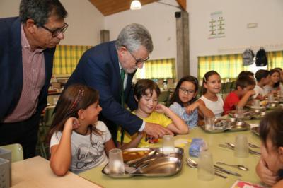 La Junta ha concedido este curso escolar más de 17.000 ayudas de comedor
