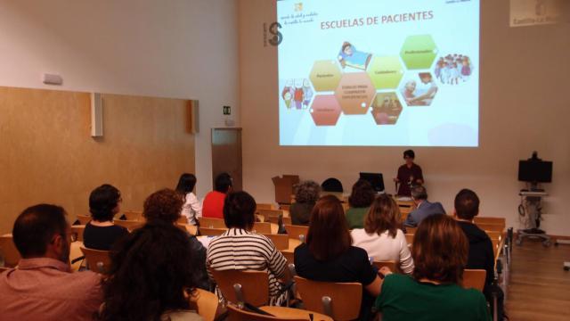 El Gobierno regional promueve la formación de pacientes expertos en diabetes