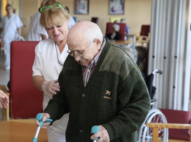 La Junta anuncia que se cubrirán las plazas vacantes de Auxiliares de Enfermería en los centros residenciales