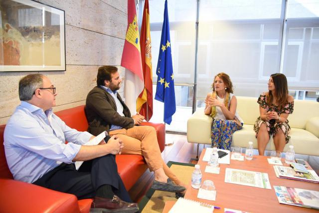 El Gobierno regional y Puy du Fou avanzan en un protocolo de colaboración