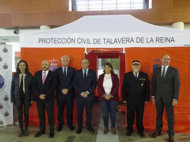 La Junta entrega a los voluntarios de Protección Civil de Talavera de una tienda de campaña de primeros auxilios