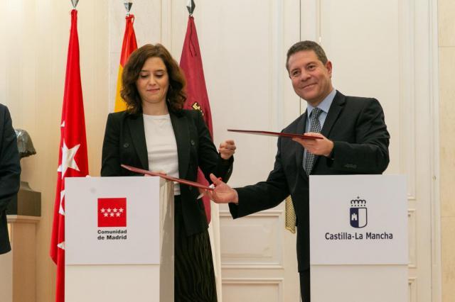 Castilla-La Mancha y Madrid rubrican el convenio de la tarjeta de transporte