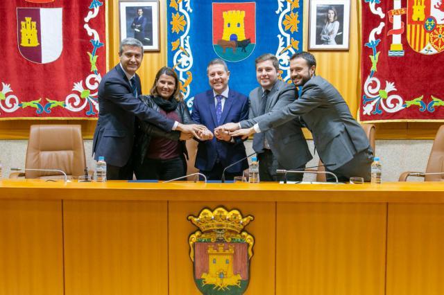CLM y Talavera firman un convenio para habilitar 2,6 millones de metros cuadrados de suelo industrial