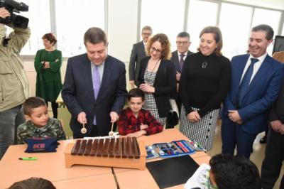CLM sacará todos los años de la legislatura oferta pública de empleo en enseñanza