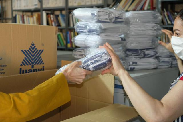 COVID-19 | La Junta repartirá 70.000 mascarillas a profesores y universitarios