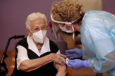 COVID | Castilla-La Mancha ha administrado 2.036 vacunas desde el comienzo de la vacunación