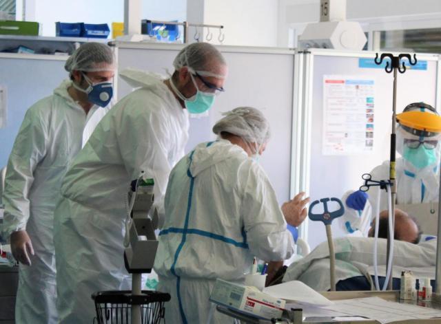 CLM | Las restricciones evitaron 30.000 contagios y 3.000 hospitalizaciones