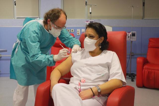 COVID-19 | CLM sigue vacunando a los profesionales sanitarios