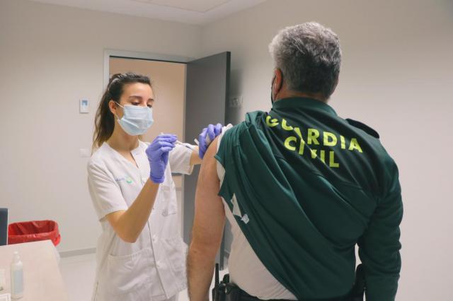 VÍDEO | Castilla-La Mancha comienza la vacunación de Guardia Civil y Policía Nacional