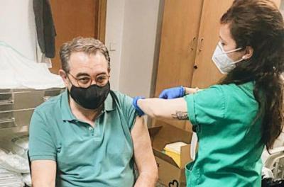 COVID-19   El consejero de Sanidad, primer integrante del Gobierno regional vacunado