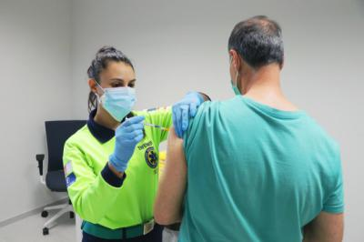 Casi el 80% de la población española ya ha recibido la pauta completa de la vacuna
