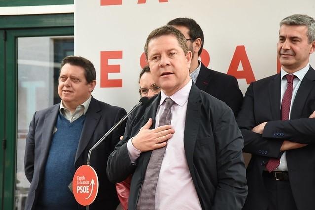 Page felicita 'de corazón' a Pedro Sánchez y al PSOE tras ganar las elecciones