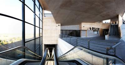 Heridos varios turistas tras caerse por las escaleras mecánicas del Palacio de Congresos de Toledo
