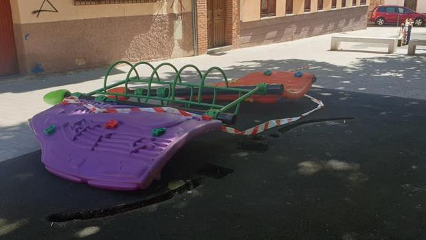Unas 50 personas se concentran en Talavera para exigir mayor seguridad en los parques infantiles