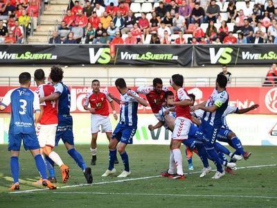 El CF Talavera no puede con el portero del Real Murcia