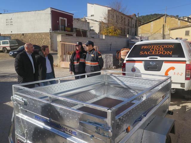 El Gobierno regional entrega nueve remolques de carga a agrupaciones de Protección Civil