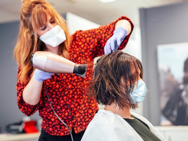 MOVILIZACIÓN | Las peluquerías reclamarán este miércoles la bajada del IVA al 10%