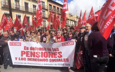 Más de mil personas se concentran en CLM en defensa de las pensiones