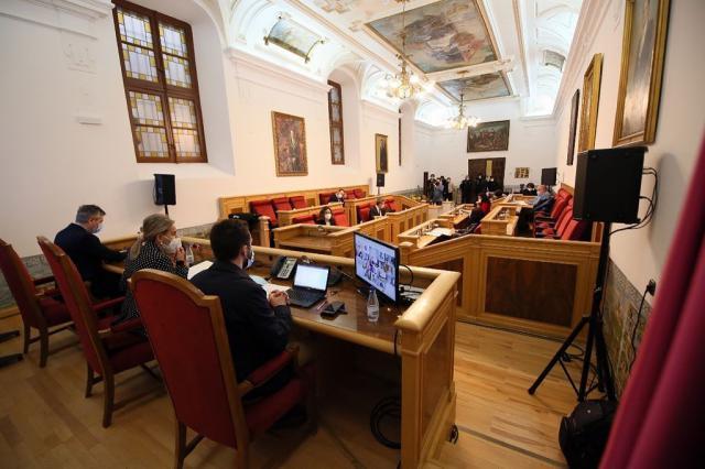 TOLEDO | Los concejales y la alcaldesa responden a VOX que 'no' se han vacunado contra el Covid