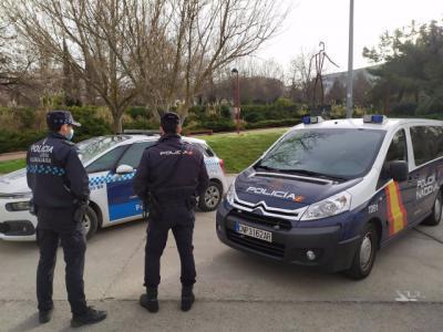 HÉROES | Agentes de policía salvan la vida de una mujer que sufrió un infarto al volante
