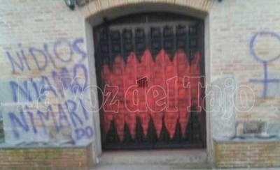 Aparecen pintadas el día de navidad en las calles de Carmena (Toledo)