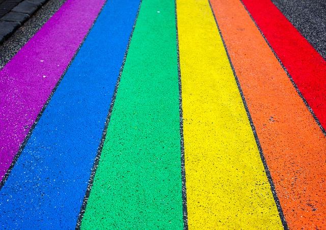 Piden incorporar en la negociación colectiva artículos de discriminación positiva para el colectivo LGTBi