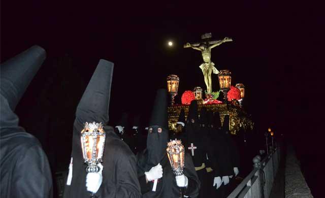El Cristo de la Espina, silencio y solemnidad en la noche talaverana