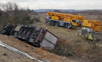 Trasladan a Toledo al conductor del camión accidentado en la A-5