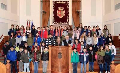 El Colegio Rafael Morales de Talavera visita las Cortes de C-LM