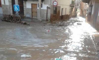 Se inunda Valverde de la Vera tras romperse el muro de contención del pantano (VÍDEO)