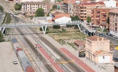 Muere una mujer al ser arrollado su coche por el tren en Torrijos