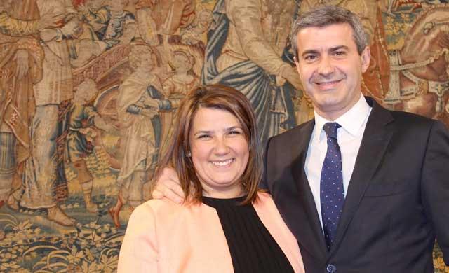 Gutiérrez felicita a la consejera de Fomento, la talaverana Agustina García