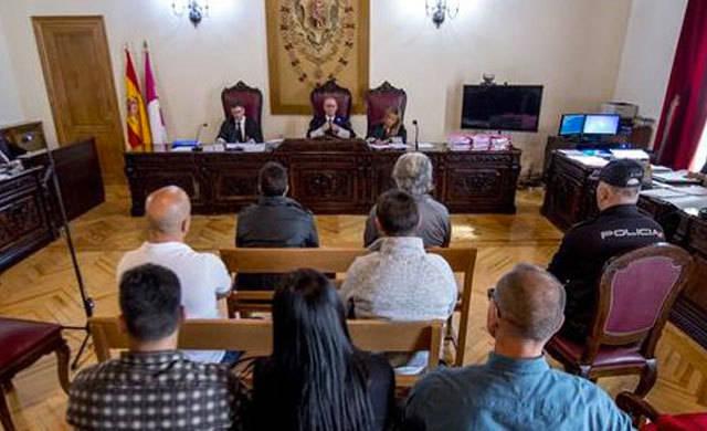Más de 30 años para los 3 acusados por el atraco al supermercado de Yuncos