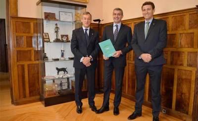 Álvaro Gutiérrez felicita a Caja Rural CLM por sus buenos resultados