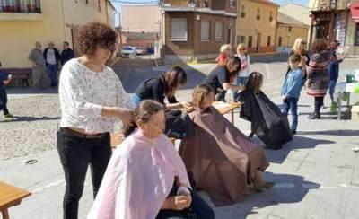 Cazalegas celebra con éxito la campaña solidaria 'Dona tu pelo'
