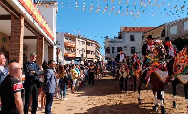 El Carpio de Tajo celebra sus tradicionales carreras de caballos enjaezados