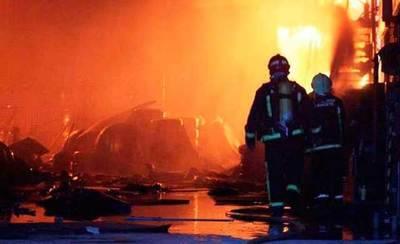 Arde una nave de neumáticos en una nave en Santa Cruz de Retamar