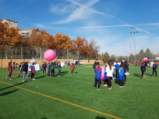 Unos 2.000 escolares han participado en los 'Encuentros deportivos intercentros'