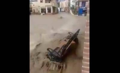 Una fuerte tormenta convierte las calles de Cebolla en un auténtico río (VÍDEO)