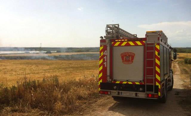 Extinguido el incendio en un campo de cultivo de Las Herencias