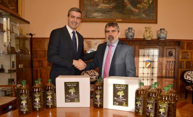 Diputación entrega a Mensajeros de la Paz 1.200 litros de aceite de oliva