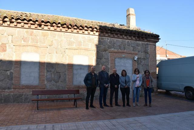 García Élez visita la Casilla de Camineros de Oropesa, cedida por la Junta