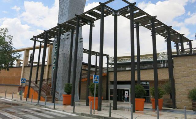 Desalojan el aparcamiento del centro comercial Luz del Tajo en Toledo tras hallar un proyectil