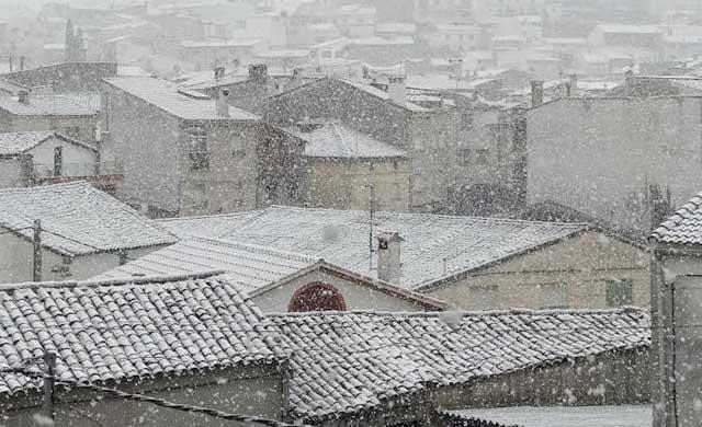 Vuelve a nevar en El Real de San Vicente, la nieve no da tregua