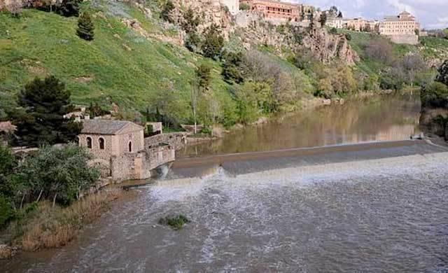 La alcaldesa de Toledo estudia coger agua del Tajo para el Puy du Fou