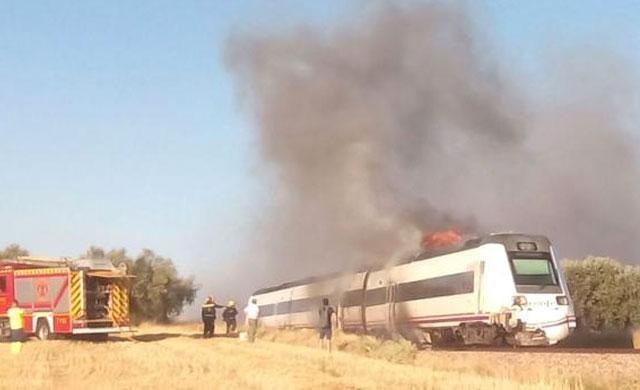 Colisiona un tren que transportaba 103 pasajeros contra un tractor en Carmena